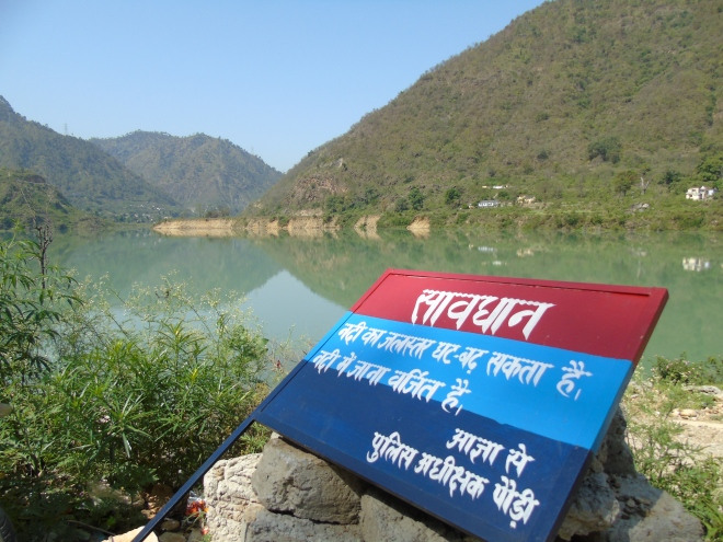 Warning Board by the impounded Alaknanda river at Dhari Devi temple, Srinagar (Photo by Author taken on 05.05.2015)