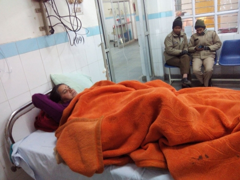 Smt. Sita Devi in Srinagar Hospital (Photo Credit Amar Ujala)