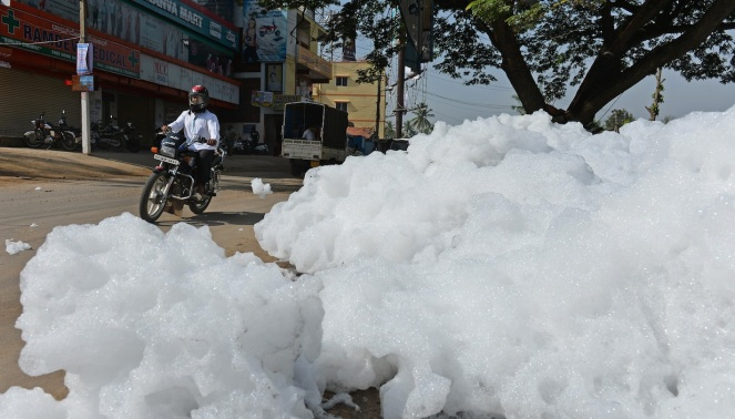 Foaming Varthur Lake in Bangalore in May 2015 Photo: The Blaze