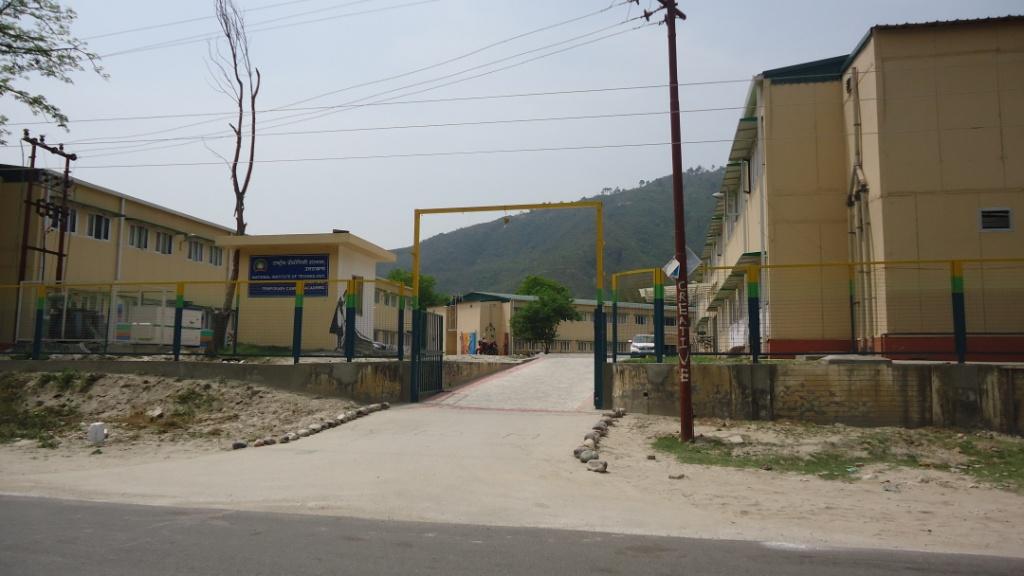 चित्र-2 एनआईटी की प्री-फेब्रिकेट इमारत