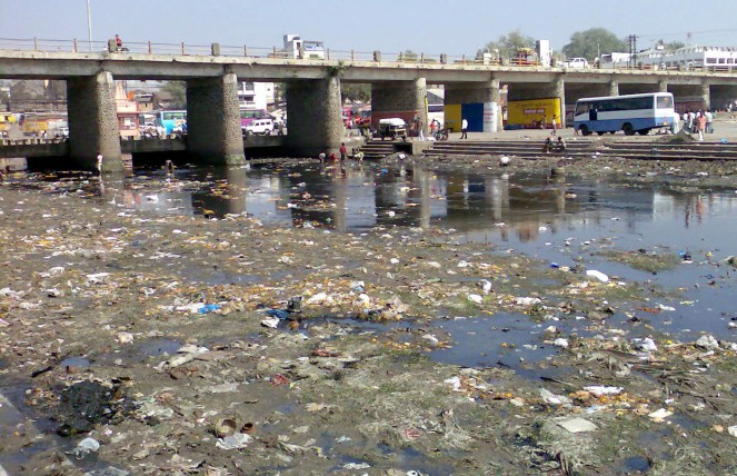 Polluted Godavari at the Goda ghat Photo: rajuparulekar.wordpress.com