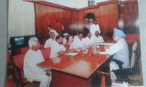 Representatives of Nimn Penganga Dharan Virodhi Sangharsh Samiti met the then Hon. Prime Minister Manmohan Singh, along with CPIM leaders on 16 April 2008 (Photo: Nimn Penganga Dharan Virodhi Sangharsh Samiti)