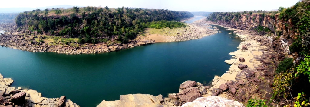 A fabulous view of Ken river. Nesting sites of Long-billed vultures are to the right. All will go under water if Ken-Betwa linkup is carried out,AJT Johnsingh