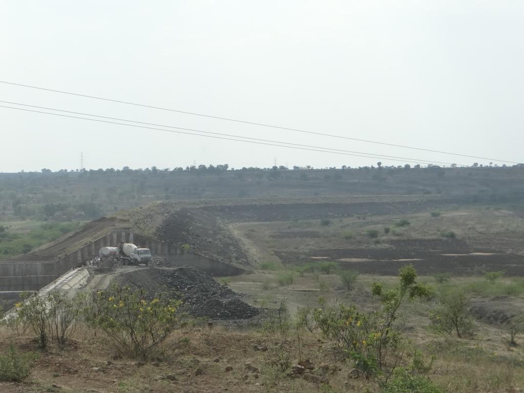 Dry Mehekari Dam in Beed, Marathwada. April 2015 Photo: Parineeta Dandekar