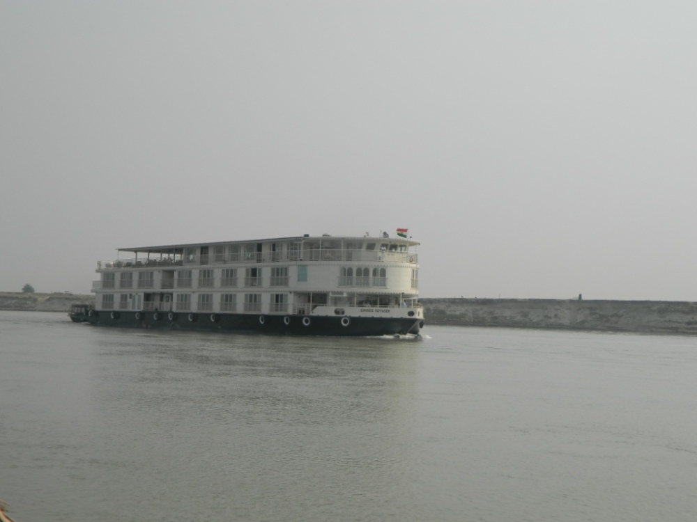 Four Boats at a River Crossing along Ganga (1/4)
