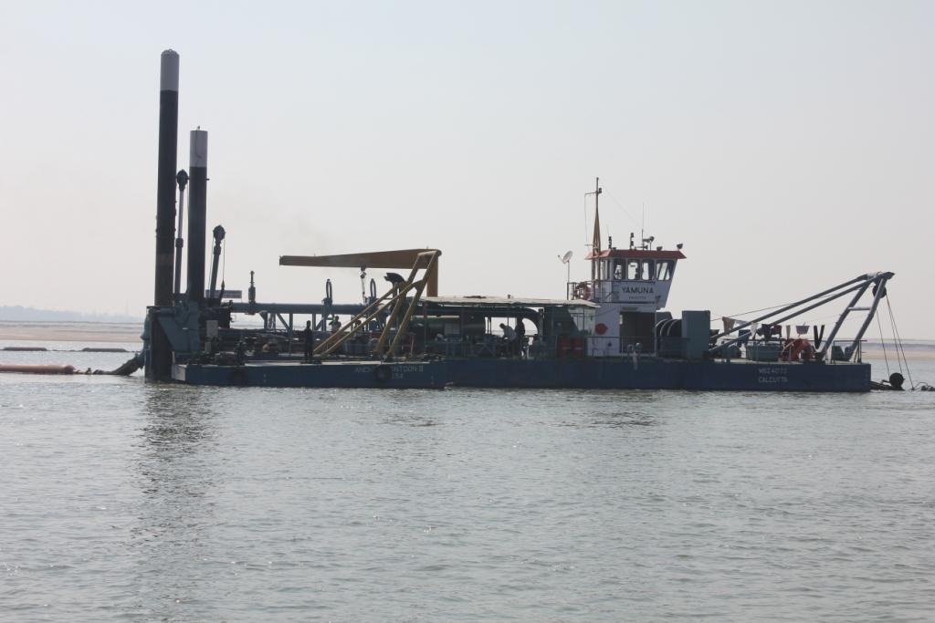 Dredging operations along the Ganga Photo: (c)Sunil Choudhary/VBREC