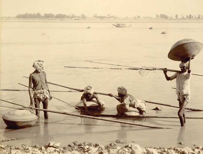 Palla Fishermen near Kotri in Lower Indus, photographed in 1890. Photo from : British Library