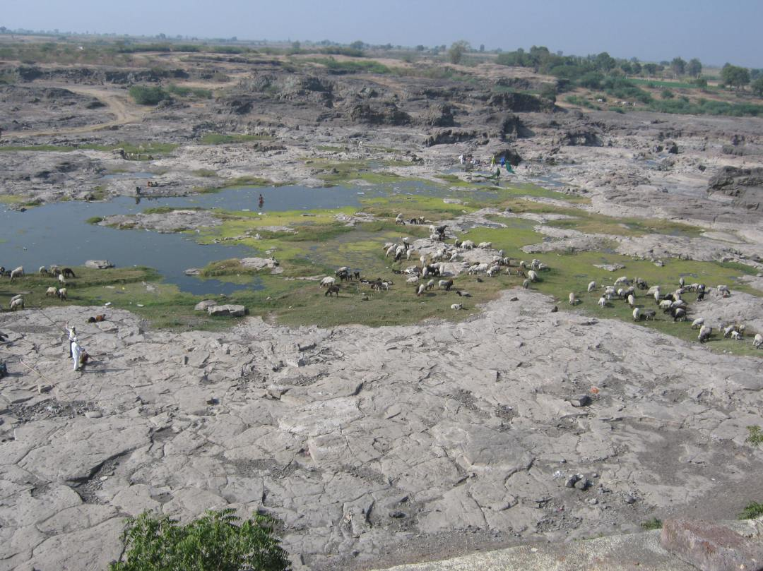 The_Godavari_river_at_Puntamba_in_January