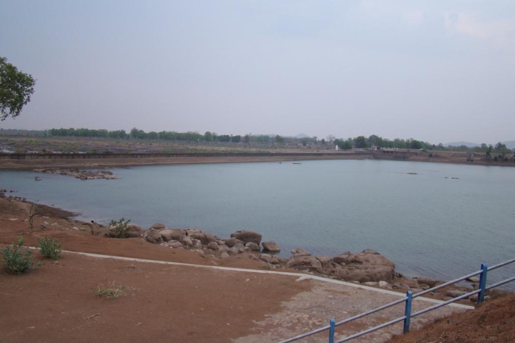 Bariyarpur Barrage at Dead storage level in June 2016 (Photo by Manoj Misra)