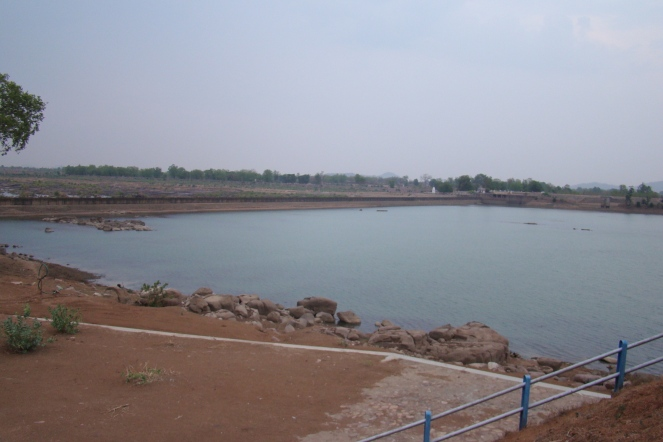 Bariyarpur Barrage at Dead storage level in June 2016 (Photo by Manoj Misra)
