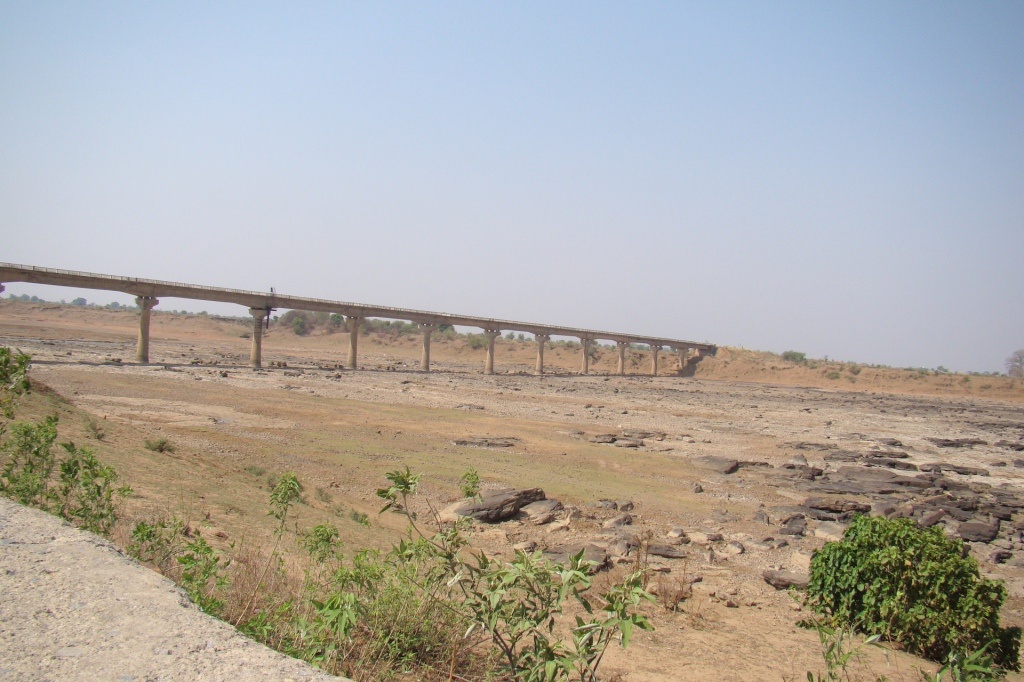 Dry bed of river Ken just before the rupture begins (Photo by Manoj Misra)