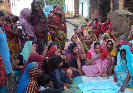 Paani panchayat meeting in Kalothara village (photographs by Shehfar)