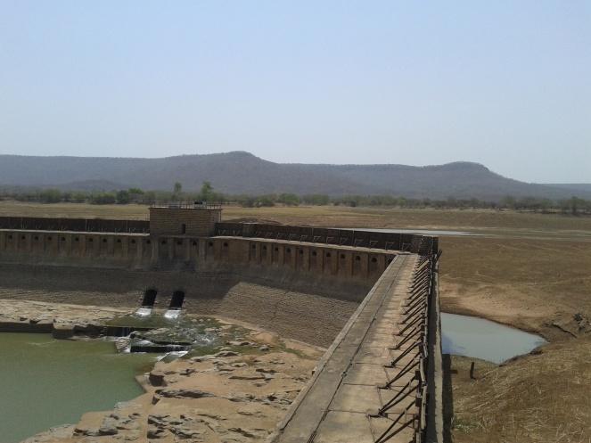 Rangwan barrage at dead storage in June 2016 (Photo by Manoj Misra)