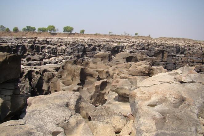 Ruptured Ken river bed (Photo by Manoj Misra)