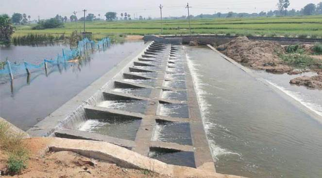The weir of a pond on the outskirts of Karimnagar in Telangana