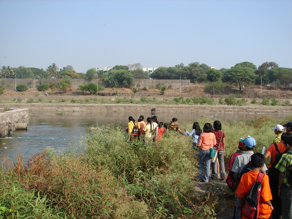 Students studying the dire state of Mutha River Photo: Parineeta Dandekar