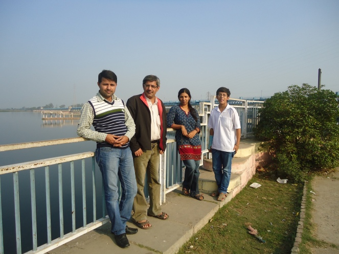At Narora Barrage, Nov 24, 2011 (Photo by SANDRP)