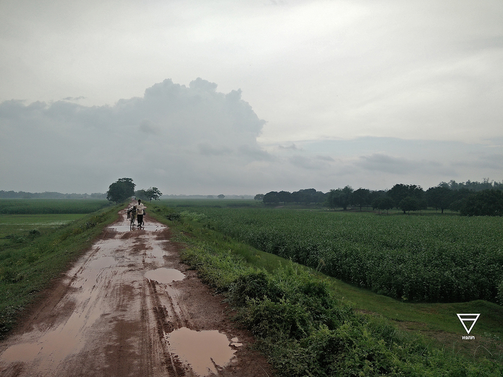 High embankments constructed to stop erosion in the middle of floodplains turns into the problem when villages on the inside start flooding and the water finds no place to recede (Photo by Siddharth Agarwal)