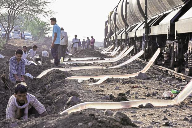 'Jaldoot'-Train carrying water to Latur (Photo: Livemint)