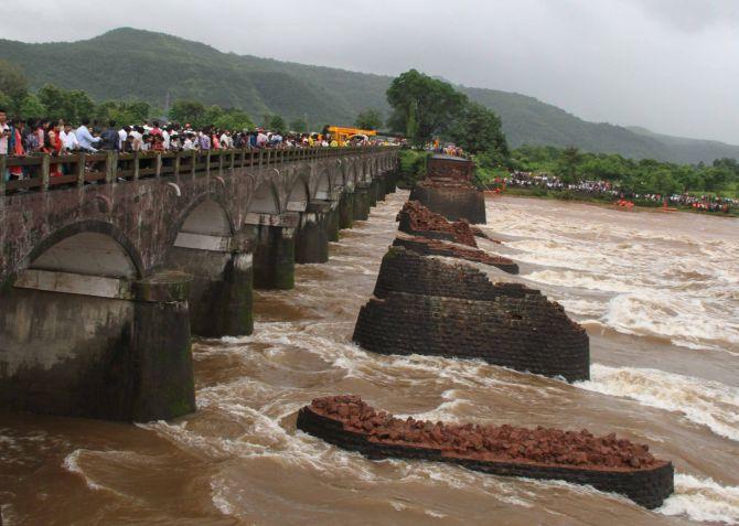 Collapsed Bridge on Savitri River (Photo: Rediff.com)