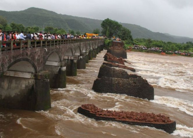 Collapsed Bridge on Savitri River (Photo: Rediff.com)