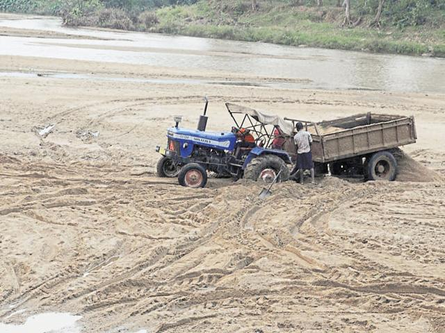 all-deputy-commissioners-and-superintendents-of-police-have-been-directed-to-close-down-all-sand-ghats-operating-without-environmental-clearance-certificate-and-consent-to-operate