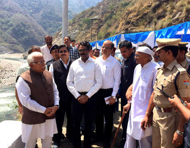 harayana-chief-minister-manohar-lal-khattar-interacts-with-officials-and-local-people-at-the-site-of-the-lakhwar-multi-purpose-project