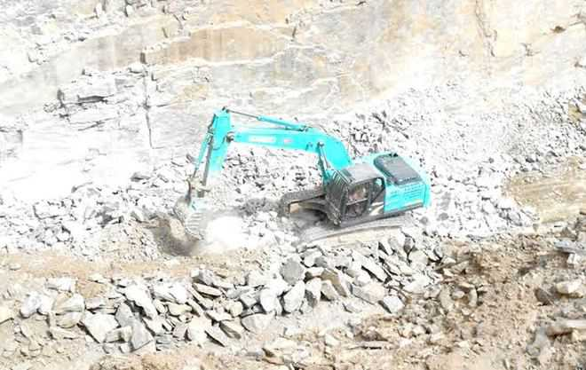 illegal-mining-being-carried-out-in-a-mahendrgarh-village