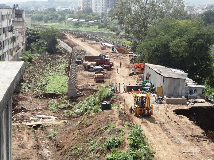 Construction of Vitthalvadi riverbed road (Photo: DNA)