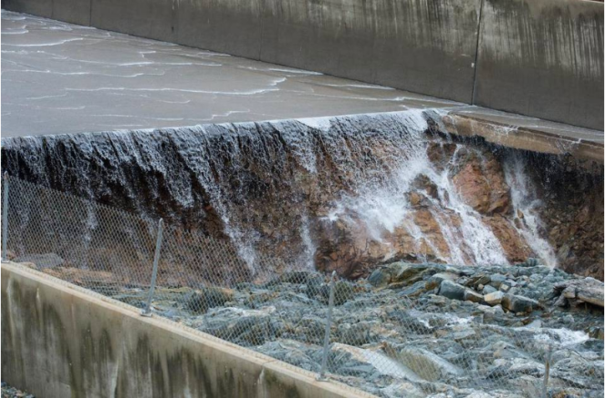 Damaged spillway of Oroville Dam (Media reports in USA)