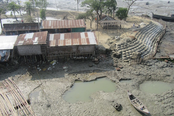 6_Levy of Sandbags & Huts_Cyclone