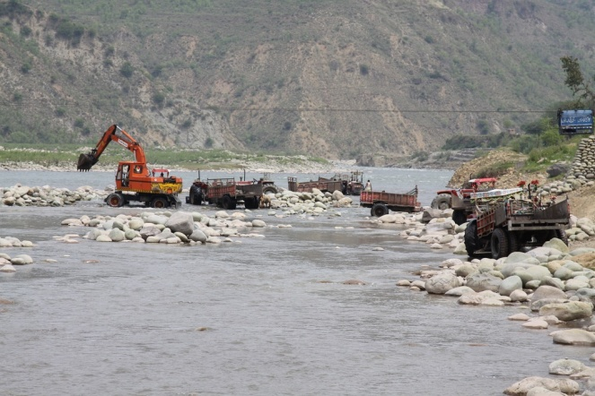 Mining-in-Poonch-River-Using-Heavy-Machinery-Destroying-River-Habitats