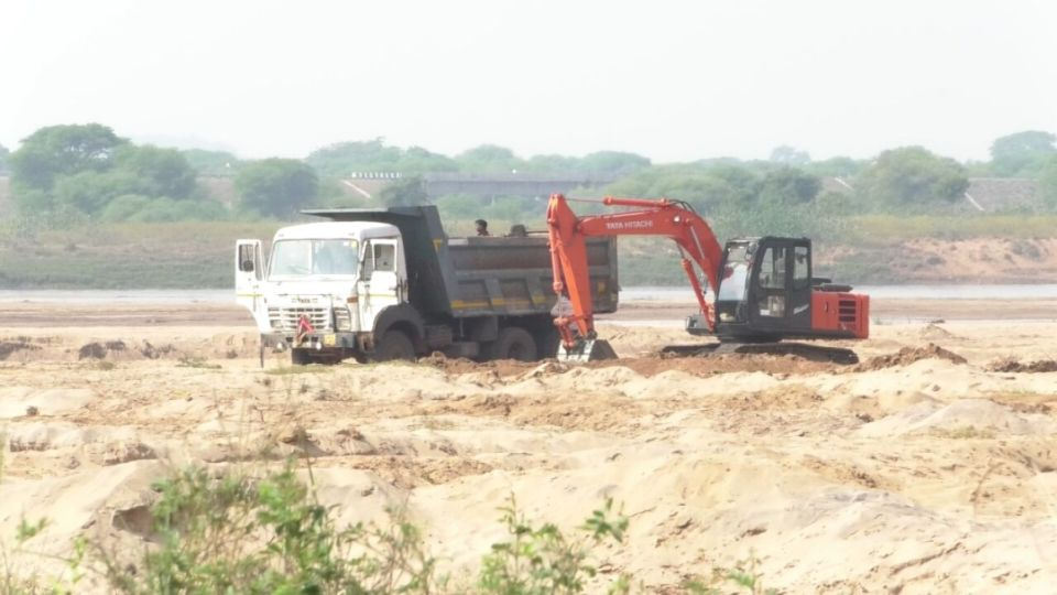 Illegal sand mining 2017 indian rivers continue to loose mindless mining battle - Mining images hd ...