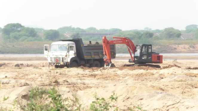 Rampant-sand-mining-goes-on-govt-loses-revenue
