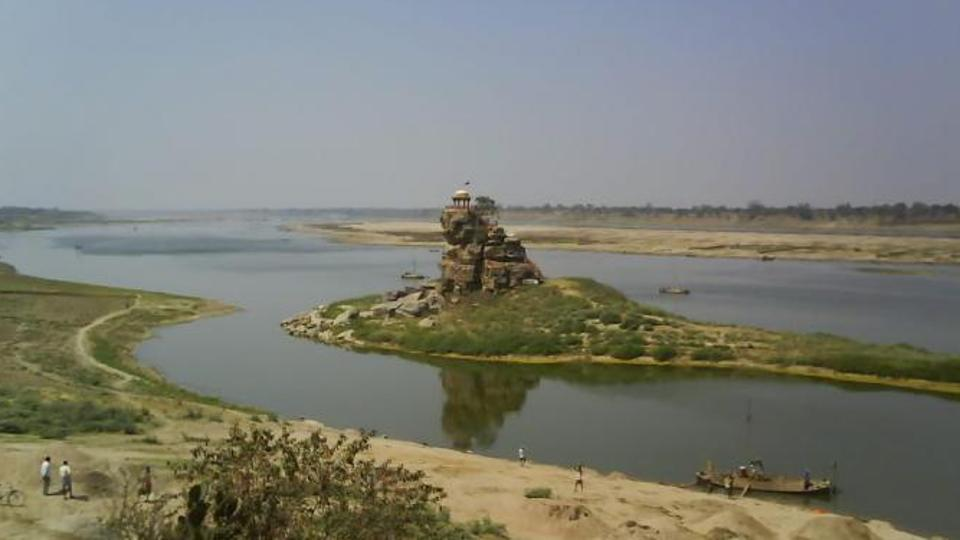 The historical Sujawandev Temple on a rock island in the middle of the Yamuna in Allahabad (HT File Photo)