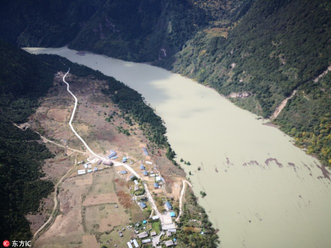 The barrier lake formed by a landslide in the Yarlung Zangbo River in Southwest China's Tibet autonomous region on Oct 18. [Photo:IC]