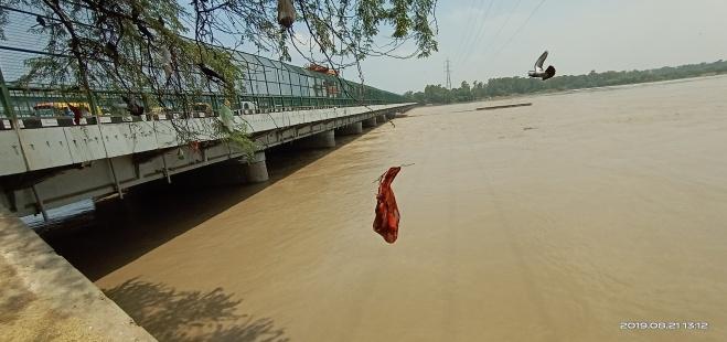 River Yamuna at Wazirabad barrage during Aug. 2019 Floods. (Image: Bhim Singh Rawat)