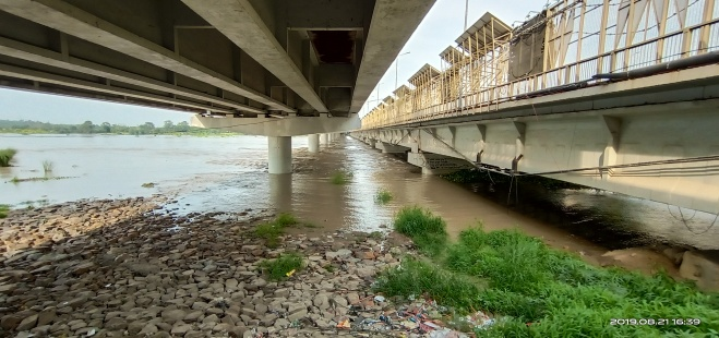 River Yamuna at Nizamuddin Bridge during Aug. 2019 Floods. (Image: Bhim Singh Rawat)