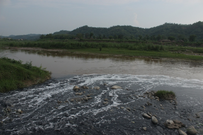 Conflunce of effulent and Sarsa River at Kenduwal village Baddi.JPG